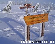 Hinweisschilder versinken im Schnee
