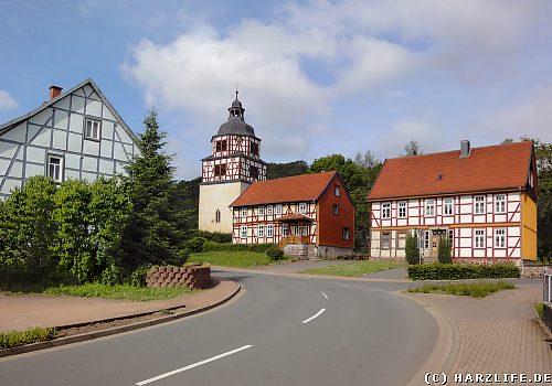 Sülzhayn - Fachwerkhäuser und Kirche im Ortszentrum