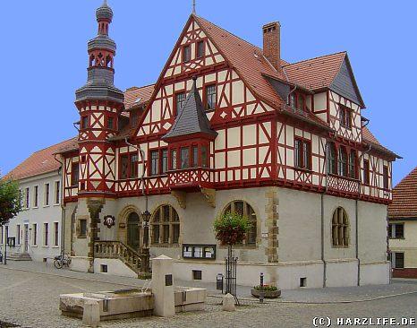 Das Rathaus am Marktplatz von Harzgerode