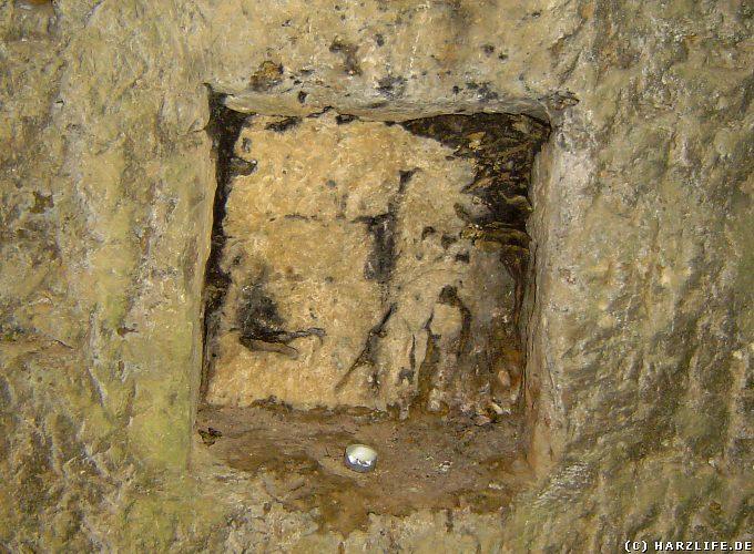 Kleine Felsnische im hinteren Bereich der Steinkirche