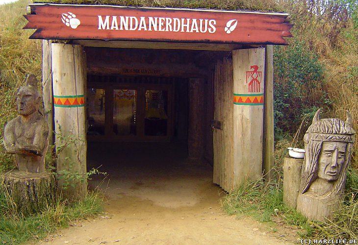 Eingang zum Mandan-Erdhaus
