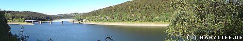 Blick vom Ostufer auf den Stausee